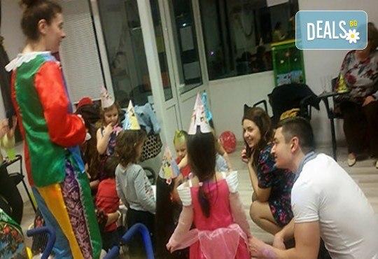 2 часа аниматор с игри и организиране на детска дискотека и караоке парти на избрано от клиента място от Детски център Приказен свят! - Снимка 9