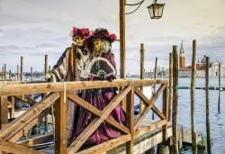 Романтика за Свети Валентин на Карнавала във Венеция! 3 нощувки и закуски, транспорт, водач и програма от България Травъл! - Снимка