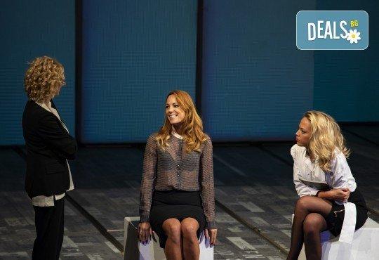 Гледайте съзвездие от актриси в хитовия спектакъл Тирамису на 21.11. от 19ч., голяма сцена, 1 билет! - Снимка 14