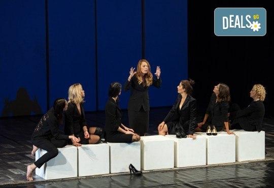 Гледайте съзвездие от актриси в хитовия спектакъл Тирамису на 21.11. от 19ч., голяма сцена, 1 билет! - Снимка 7