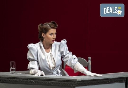Съдебен процес с Ваше участие в Театър София! Гледайте Нощта на 16-ти януари от Айн Ранд на 05.12. от 19ч., билет за един - Снимка 3
