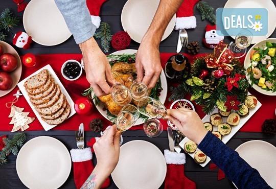 Коледа с цялото семейство в Охрид! 2 нощувки със закуски и празнични вечери, транспорт и програма в Скопие - Снимка 1