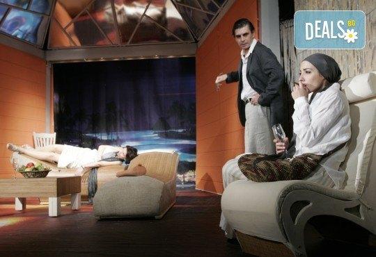 Вечер на смеха с Канкун от Ж. Галсеран на 3-ти декември (вторник) в Малък градски театър Зад канала! - Снимка 6