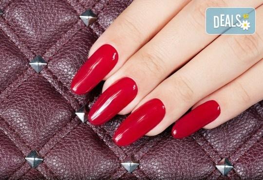 Поставяне на гел върху естествен нокът за укрепване на ноктите и маникюр с гел лак в студио за красота BEAUTY STAR до Mall of Sofia! - Снимка 4