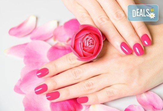 Поставяне на гел върху естествен нокът за укрепване на ноктите и маникюр с гел лак в студио за красота BEAUTY STAR до Mall of Sofia! - Снимка 2