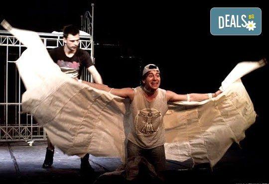 """Гледайте """"Пилето"""" на 27.12. от 19 ч., в Младежки театър, камерна зала, спектакъл с Награда """"Аскеер 2016"""" за Александър Хаджиангелов! - Снимка 1"""