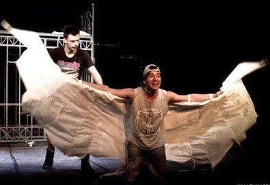 """Гледайте """"Пилето"""" на 27.12. от 19 ч., в Младежки театър, камерна зала, спектакъл с Награда """"Аскеер 2016"""" за Александър Хаджиангелов! - Снимка"""