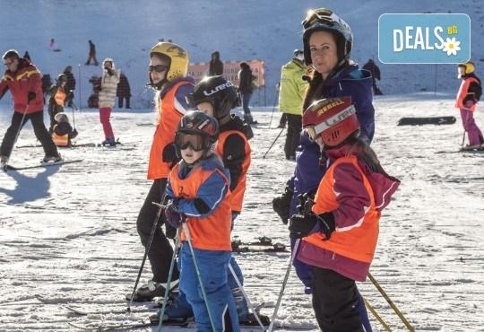 На ски в Боровец! Еднодневен наем на ски или сноуборд оборудване за възрастен или дете от Ски училище Hunters! - Снимка 6