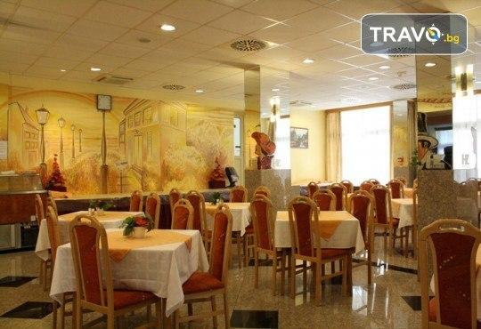 Преди Коледа в Будапеща! 2 нощувки със закуски в хотел 3*, транспорт и панорамна обиколка с екскурзовод на български - Снимка 11