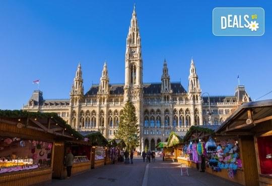 Коледна приказка във Виена! 2 нощувки със закуски, транспорт, водач и посещение на Outlet Parndorf - Снимка 3