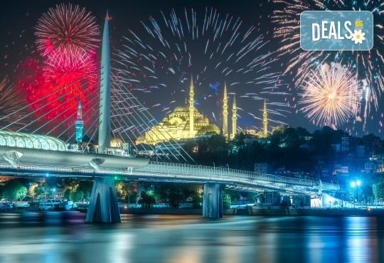 Нова година в Истанбул с Новогодишен круиз по Босфора! 3 нощувки със закуски в хотел Кichik 3*, Новогодишна гала вечеря на яхта, собствен транспорт - Снимка 1