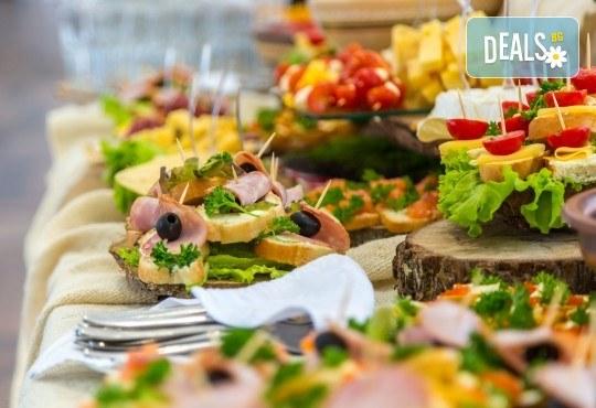 "Празничен сет ""Коледно парти"" с 250 бр. хапки от кулинарна работилница Деличи"