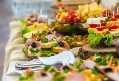 Празничен сет Коледно парти - 250 броя солени хапки с прошуто, шунка, маслинова паста и сладки хапки от кулинарна работилница Деличи!