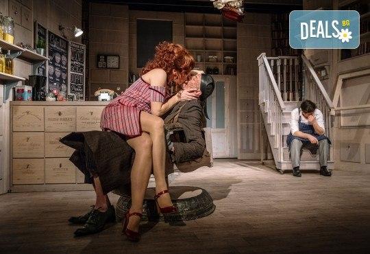 Гледайте Асен Блатечки и Малин Кръстев в постановката Зимата на нашето недоволство на 14-ти декември (събота) в Малък градски театър Зад канала! - Снимка 14