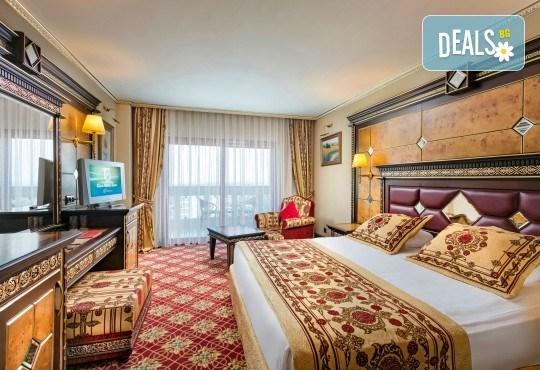 Бляскава Нова година в Анталия, Турция! Самолетен билет, 4 нощувки All Inclusive в Club Hotel Sera 5*, багаж, летищни такси, трансфери - Снимка 2