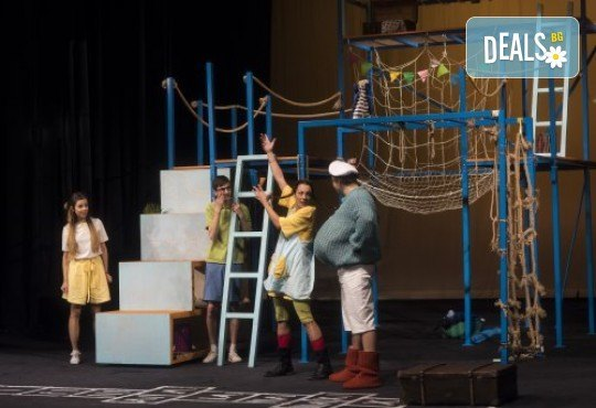 Среща с Дядо Коледа в театър София! 1 билет за двама за Пипи на 07.12. от 11ч. и подаръци за най-малките от Дядо Коледа! - Снимка 4