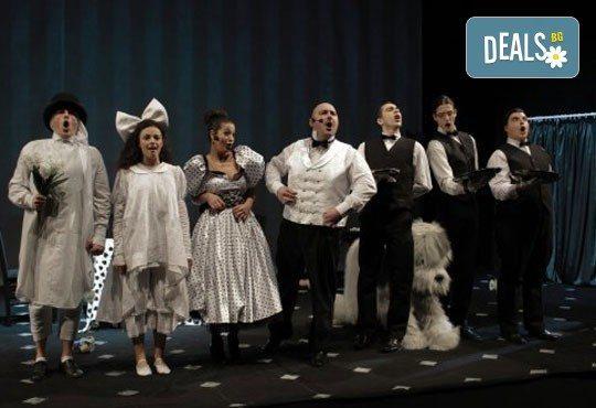 Гледайте с децата в края на декември мюзикъла Питър Пан в Театър София на 29.12., от 11 ч., билет за двама! - Снимка 5