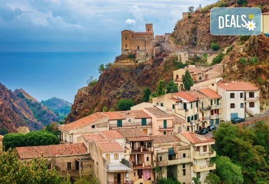 Самолетна екскурзия до Сицилия през пролетта! 4 нощувки, закуски и вечери, самолетни билети, летищни такси, водач и възможност за тур до Етна и Палермо! - Снимка 3