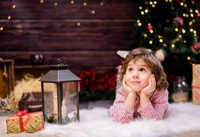 Коледна или зимна семейна, детска или индивидуална фотосесия в студио, в дома на клиента или на открито с 25 обработени кадъра от Фото студио Амели!