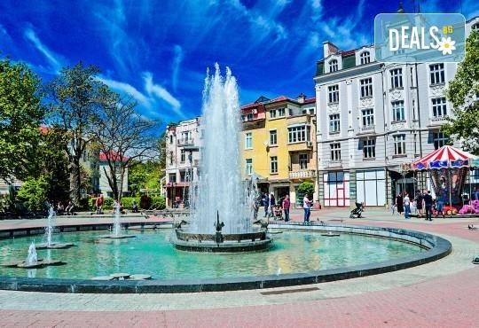 За 1 ден на Коледен фестивал Капана, Пловдив, на 21.12. или 22.12. с туроператор Поход! Транспорт, водач и разходка в Стария град - Снимка 3