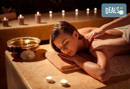 Болкоуспокояващ лечебен масаж на гръб със загряващи био масла, рефлексотерапия и 10% отстъпка от всички услуги на салон Женско Царство - Снимка 1