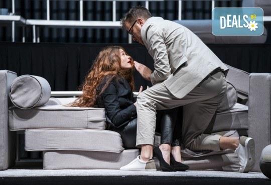 Гледайте Весела Бабинова, Христо Пъдев и Анастасия Лютова в Сцени от един семеен живот на 21-ви декември (събота) в Малък градски театър Зад канала! - Снимка 1