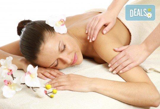 Шведски масаж на цяло тяло - мощна комбинация от 6 вида масаж + бонус: точков масаж на лице и глава, минерална вода и кафе и 10% отстъпка от всички процедури в салон Женско царство! - Снимка 2