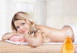 Шведски масаж на цяло тяло - мощна комбинация от 6 вида масаж + бонус: точков масаж на лице и глава, минерална вода и кафе и 10% отстъпка от всички процедури в салон Женско царство! - Снимка