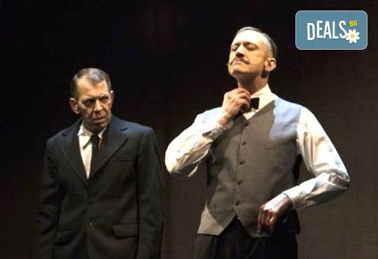 Деян Донков и Лилия Маравиля в Палачи от Мартин МакДона, на 19.12. от 19 ч. в Театър София, билет за един - Снимка 4