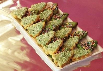 За Коледа! 25 броя коледни декорирани елхи от Сладкарница Джорджо Джани! - Снимка