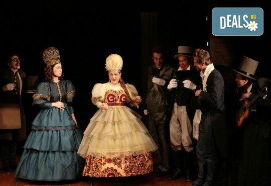 Гледайте Калин Врачански и Мария Сапунджиева в комедията Ревизор на 21.12. от 19 ч., в Театър ''София'', билет за един! - Снимка 3