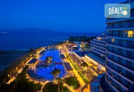Нова година в Дидим в луксозния Venosa Beach Resort & Spa 5* с Джуанна Травел! 4 нощувки Ultra All Inclusive, Новогодишна гала вечеря, възможност за транспорт - Снимка 1