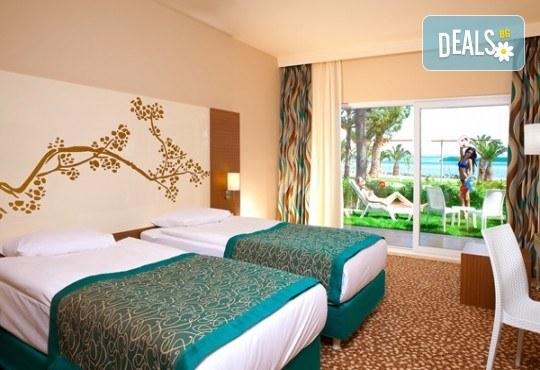 Нова година в Дидим в луксозния Venosa Beach Resort & Spa 5* с Джуанна Травел! 4 нощувки Ultra All Inclusive, Новогодишна гала вечеря, възможност за транспорт - Снимка 2