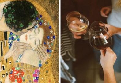 3 часа рисуване на тема Целувката на Густав Климт с напътствията на професионален художник + чаша вино, минерална вода и мини сандвичи в Арт ателие Багри и вино! - Снимка