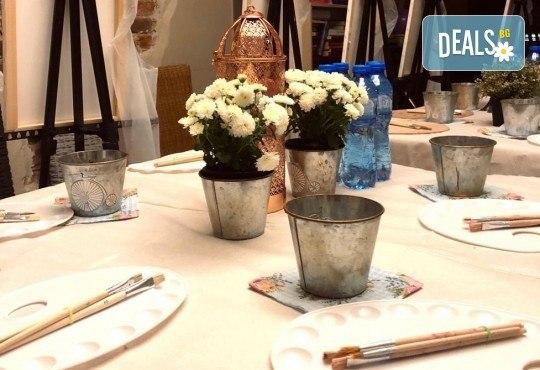 3 часа рисуване на тема Целувката на Густав Климт с напътствията на професионален художник + чаша вино, минерална вода и мини сандвичи в Арт ателие Багри и вино! - Снимка 8