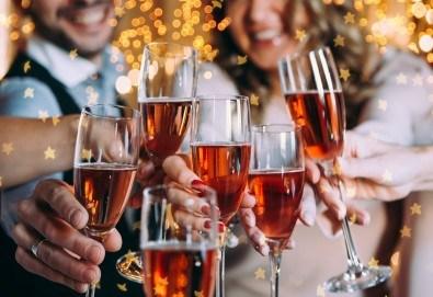 Сръбска Нова година в Етно село Срна! 1 нощувка и закуска, празнична вечеря с жива музика и неограничени напитки, транспорт - Снимка