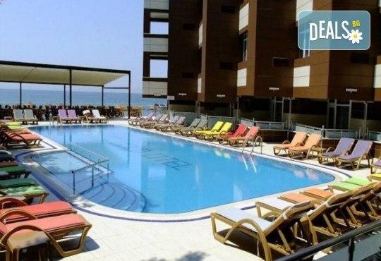 Лукс уикенд в Кумбургаз! 2 нощувки със закуски в Grand Gold Hotel 4* и ползване на открит басейн, чадър и шезлонг на плажа! - Снимка 2