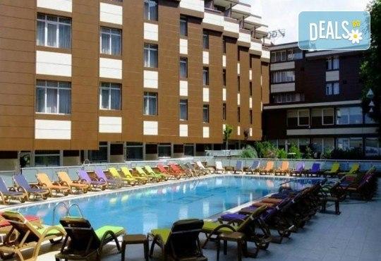 Лукс уикенд в Кумбургаз! 2 нощувки със закуски в Grand Gold Hotel 4* и ползване на открит басейн, чадър и шезлонг на плажа! - Снимка 1