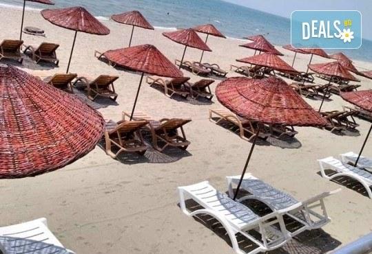 Лукс уикенд в Кумбургаз! 2 нощувки със закуски в Grand Gold Hotel 4* и ползване на открит басейн, чадър и шезлонг на плажа! - Снимка 7