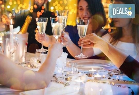 "Посрещнете Нова година в Скопие! 2 нощувки със закуски в хотел Ibis 4*, Новогодишна вечеря в ресторант"" Македонска кукя, транспорт - Снимка 1"
