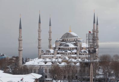 Зимна приказка в Истанбул с Караджъ Турс през януари и февруари! 2 нощувки със закуски в хотел 2*, транспорт и посещение на мол Forum - Снимка