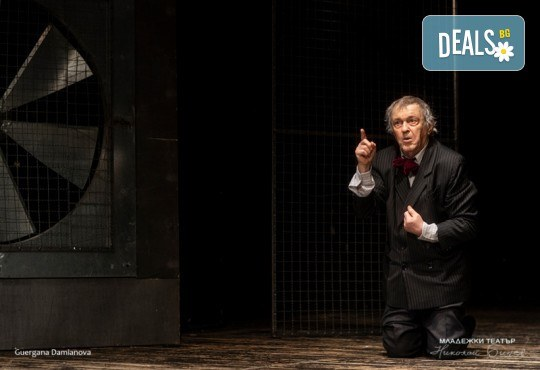 Гледайте Стефан Мавродиев в Аз, Фойербах, на 09.01. от 19ч. в Младежки театър, Камерна сцена, 1 билет! - Снимка 7