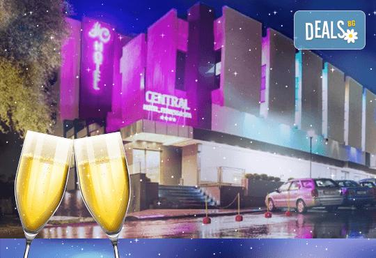Last minute! Нова година във Северна Македония! Spa Hotel Central 4* , 2 нощувки със закуски и Новогодишна вечеря с жива музика и напитки без лимит, програма, СПА - Снимка 1