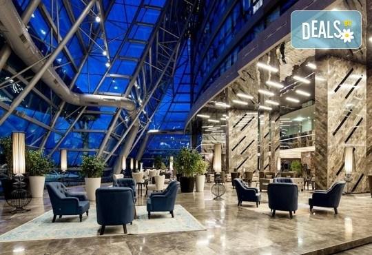 Last minute оферта за Нова година! 3 нощувки със закуски и празнична вечеря в Mercure Istanbul West Hotel & Pullman Convention Center 5*, транспорт и посещение на мол Forum - Снимка 12