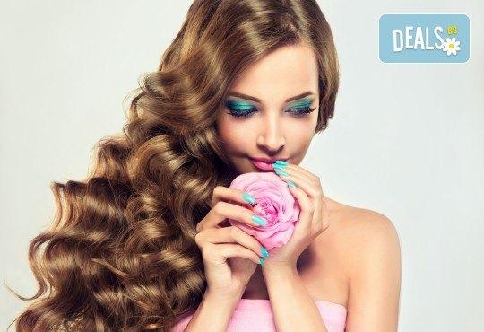Маникюр с гел лак Bluesky и 2 декорации + измиване на косата с подхранващи продукти и прическа със сешоар в салон Женско Царство в Студентски град или в Центъра! - Снимка 2