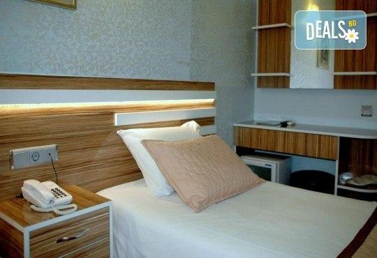 Нова година в Истанбул! Yaztur Hotel 3*: 3 нощувки, 3 закуски, Новогодишна Гала вечеря в Гар Вариете, транспорт! На супер цена до изчерпване на местата! - Снимка 13