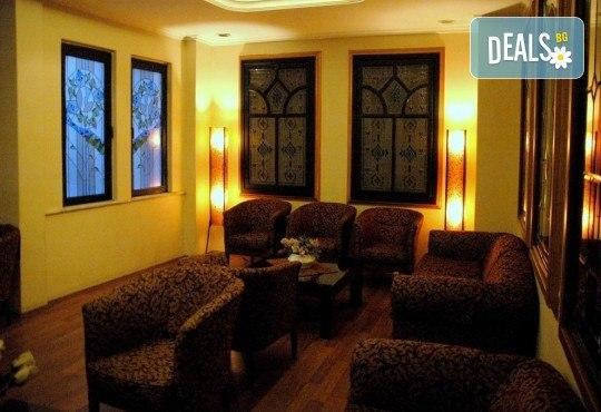 Нова година в Истанбул! Yaztur Hotel 3*: 3 нощувки, 3 закуски, Новогодишна Гала вечеря в Гар Вариете, транспорт! На супер цена до изчерпване на местата! - Снимка 16