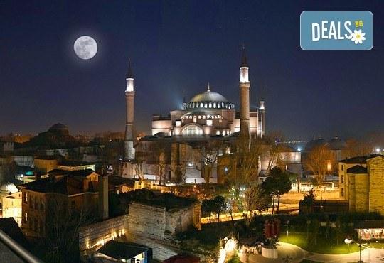 Нова година в Истанбул! Yaztur Hotel 3*: 3 нощувки, 3 закуски, Новогодишна Гала вечеря в Гар Вариете, транспорт! На супер цена до изчерпване на местата! - Снимка 4