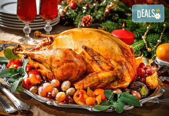 Празнична печена цяла пуйка, приготвена по традиционна рецепта - около 4.5 кг., от кулинарна работилница Деличи! - Снимка 1