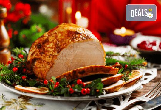 Празнично меню за 4 човека - бавно готвено свинско месо, царска туршийка, салата и чийзкейк от кулинарна работилница Деличи! - Снимка 1